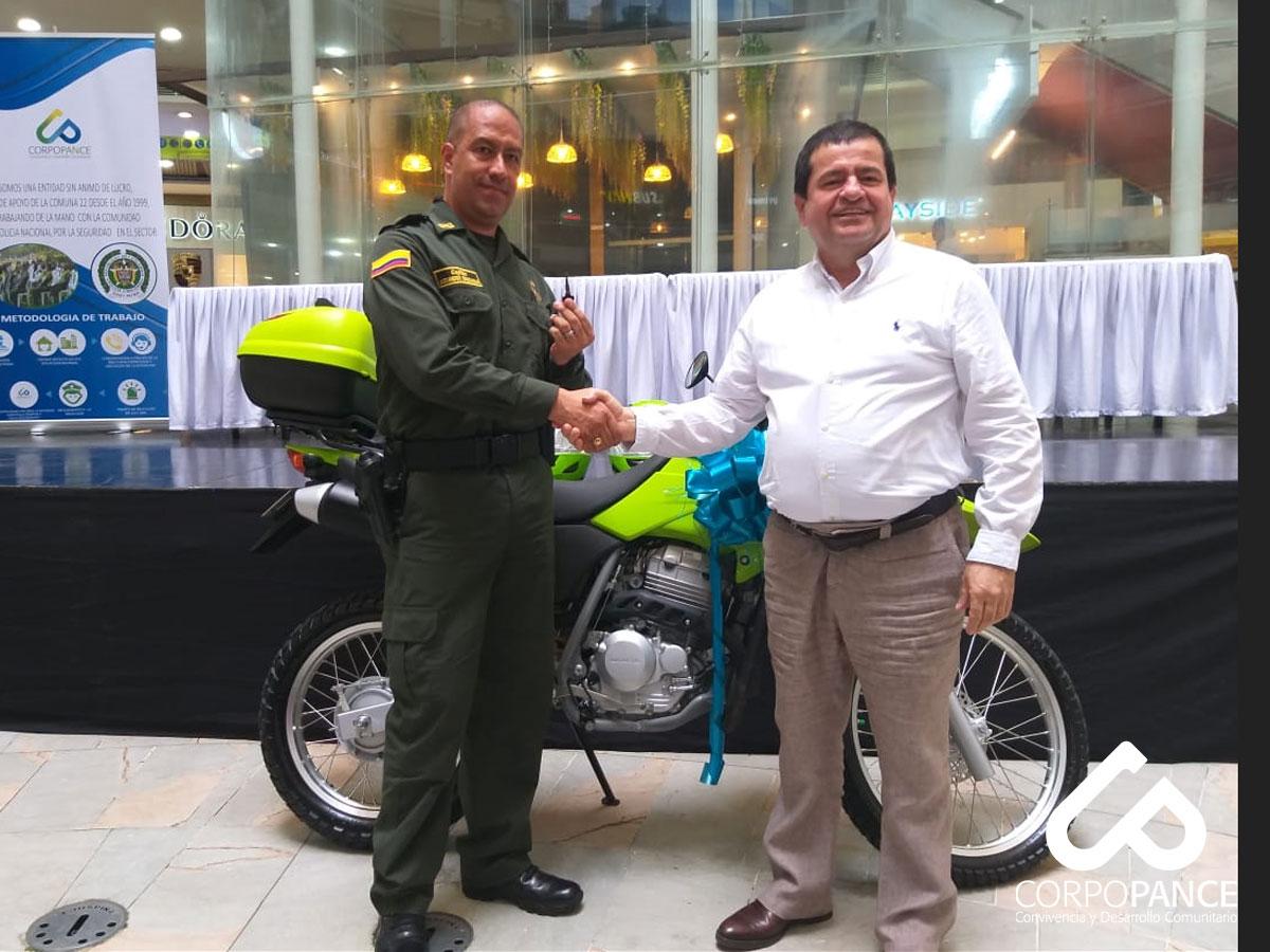 Entrega de motocicleta a la Estación de Policía La María